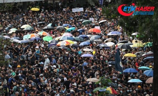 Hong Kong'daki protestolara kamu çalışanları da katıldı
