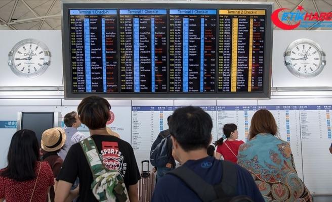 Hong Kong'da grev nedeniyle 200'den fazla uçuş iptal edildi
