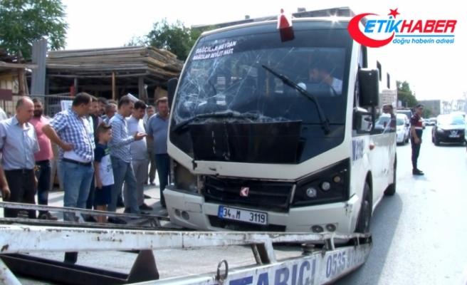 Kalp krizi geçiren minibüs şoförü kaza yaptı: 9 yaralı