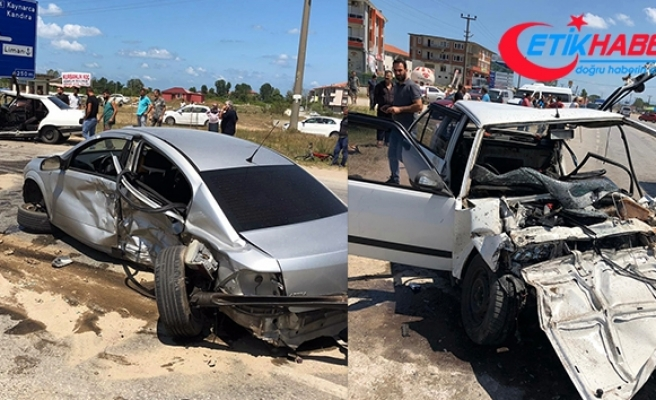 Kontrolden çıkan otomobil karşı şeritten gelen otomobille çarpıştı: 4 yaralı