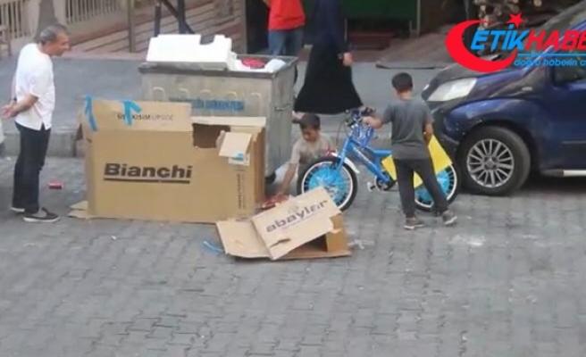 Küçük kardeşlerin bisiklet hayali emek verdikleri konteynerden çıktı
