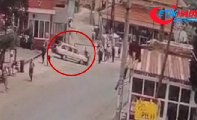 Otomobil ile motosikletin çarpıştığı kaza güvenlik kamerasında