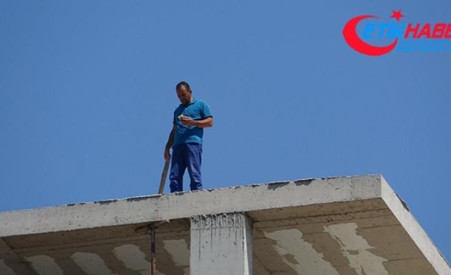 Pendik'te alacağını tahsil edemeyen adam inşaatın çatısında intihara teşebbüs etti