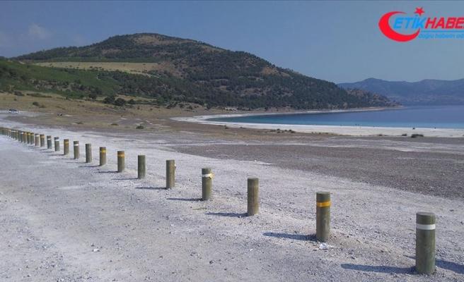 Salda Gölü ve çevresinde koruma amaçlı ahşap bariyer sistemi kuruldu