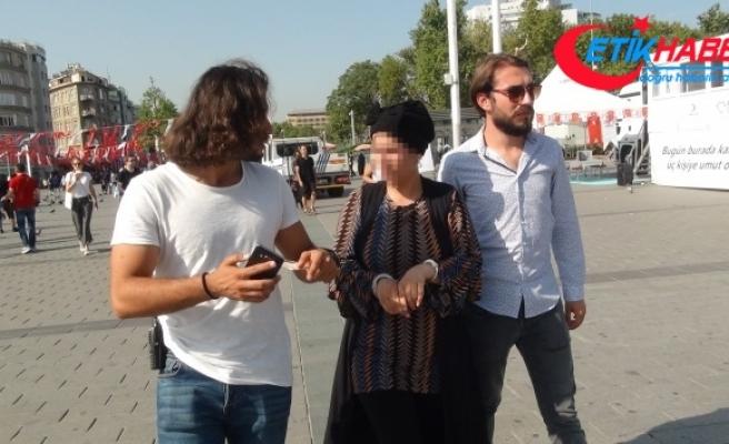 Taksim Meydanında turistlerden para çalan Suriyeli kadın yakalandı