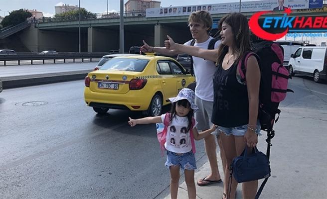 Avrupalı çiftin 5 yaşındaki kızları ile otostop serüveni