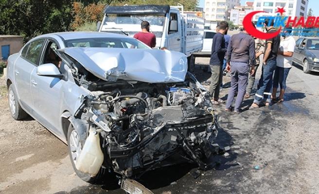 Babasının kaza yaptığını öğrenince gaza bastı, kendisi de kaza geçirdi