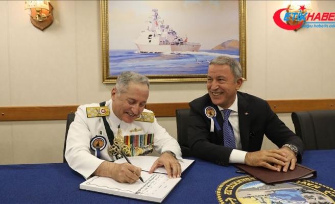 Bakan Akar, Pakistan Deniz Kuvvetleri Komutanı'nı kabul etti