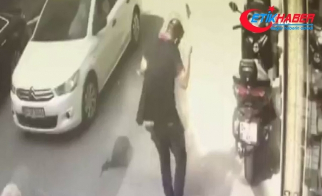 Depremde bir kişinin kafasına tuğla düştü