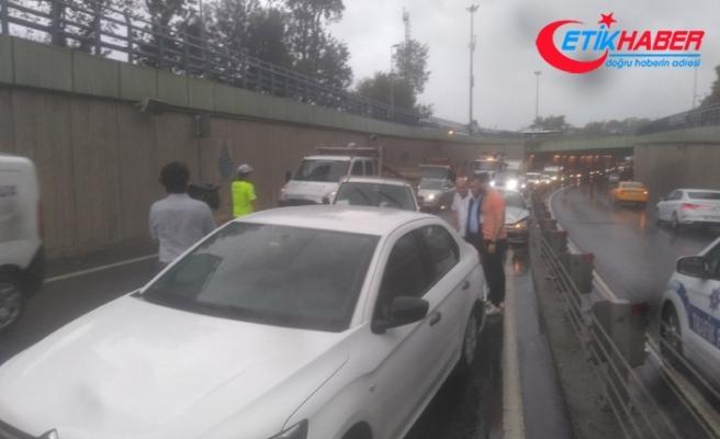 İstanbul'da yağışlı hava kazaları da beraberinde getirdi