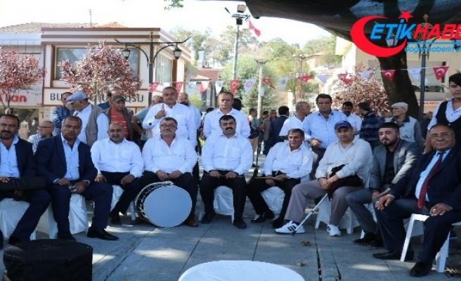 Kırşehir'de, cadde ve sokaklarda Neşet Ertaş türküleri seslendiriliyor