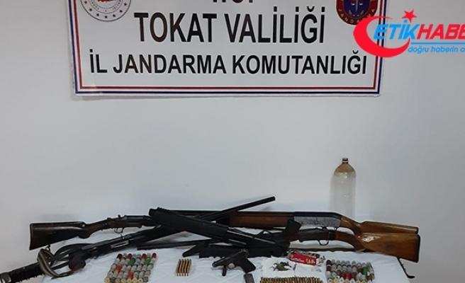 Köy evinde silah ve mühimmat ele geçirildi