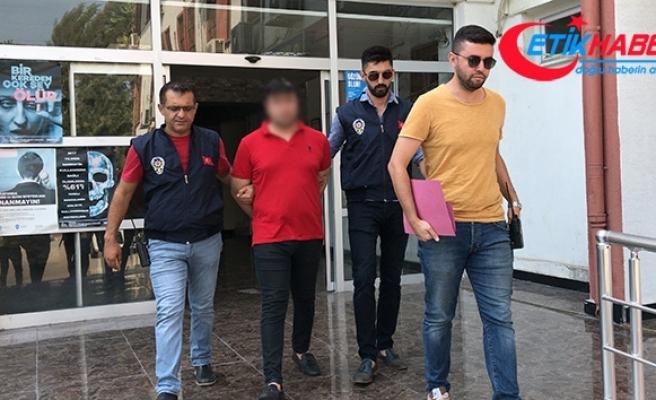 Sahte polis 6 ay boyunca kaldığı ev arkadaşlarını dolandırdı