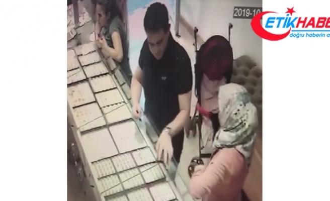 1'i kadın 2 kişi müşteri kılığında böyle hırsızlık yaptı