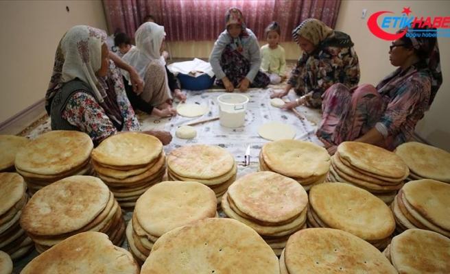 'Asker veremiyoruz' diye Mehmetçik'e ekmek yaptılar