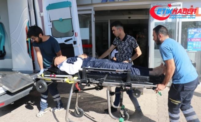 Askeri araç şarampole devrildi: 2 asker yaralı