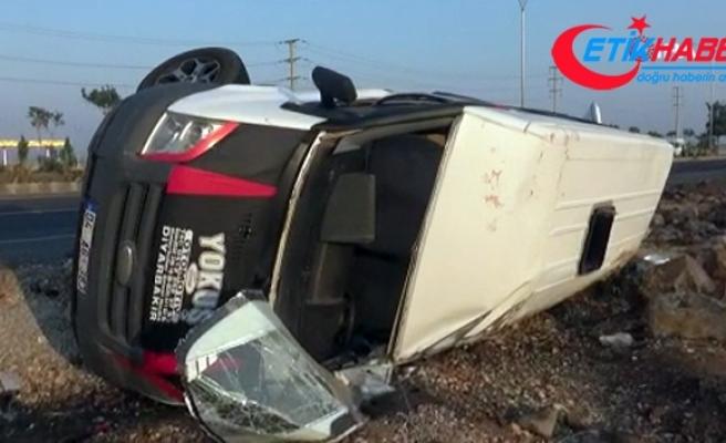 Diyarbakır'da tarım işçilerini taşıyan minibüs kaza yaptı: 18 yaralı