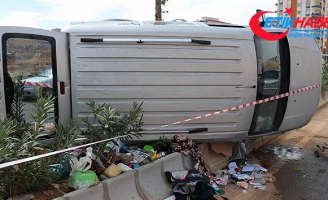 Hafif ticari araç devrildi: 10 yaralı