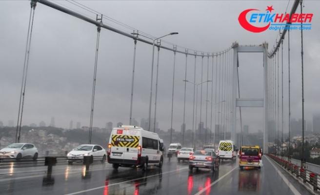 İstanbul'da yağış ulaşımı aksattı