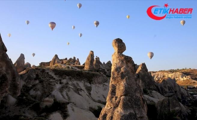 Kapadokya'da balonlar 437 bin kişiyi uçurdu
