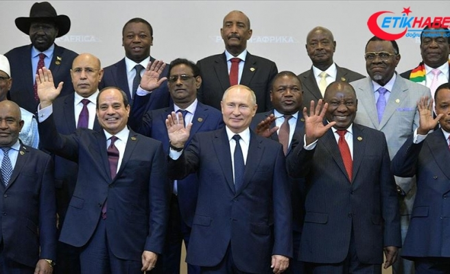 Putin, Afrika ile 'askeri-teknik iş birliğini' geliştirmek istiyor