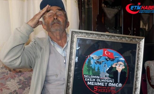 25 yıldır Mehmetçiği selamlayan Mehmet amcayı gururlandıran 'arma'