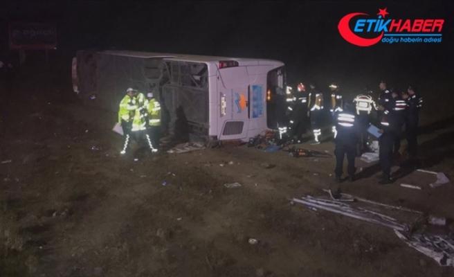 Aksaray'da yolcu otobüsü devrildi: 1 ölü, 45 yaralı