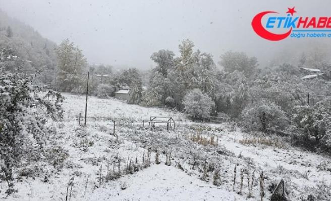 Bolu Dağı'na mevsimin ilk karı düştü