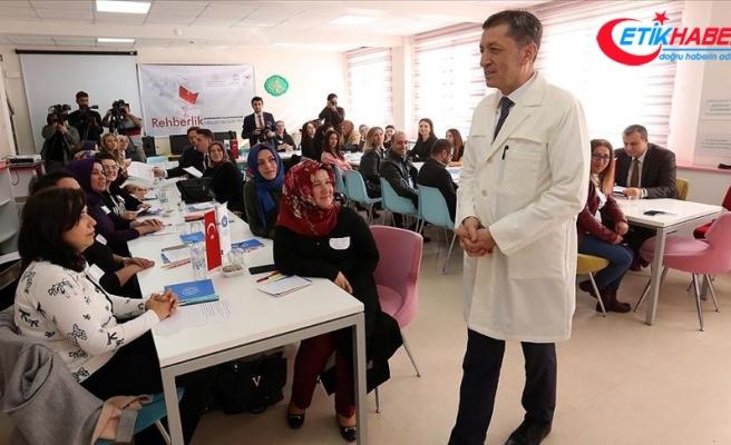 Bakan Selçuk'tan öğretmenlere 'sınıf içi rehberlik' dersi