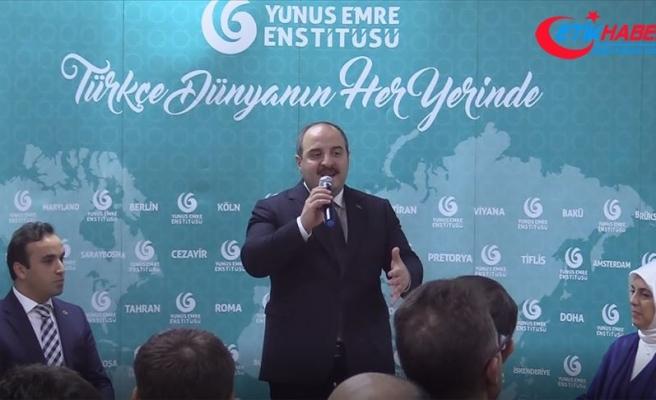 Bakan Varank, Malezya'daki Türk vatandaşlarıyla bir araya geldi