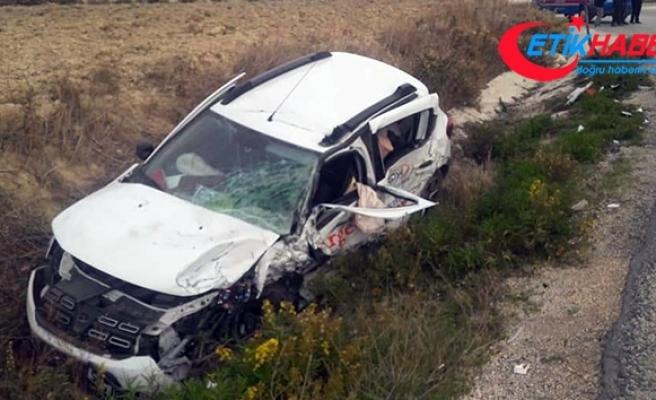 Hatay'da hatalı sollama kazası: 3 yaralı