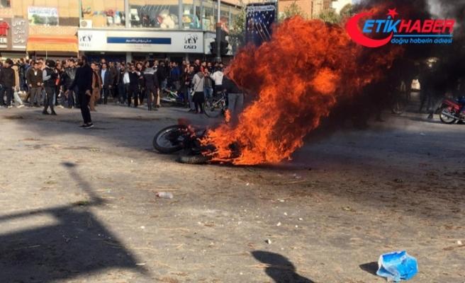 İran'da protestolarda 12 kişi hayatını kaybetti