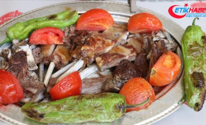 Kuyudan çıkan lezzet sebze ile buluştu: Büryan tava