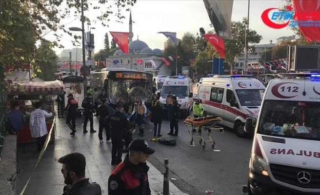 Özel halk otobüsü yayalara çarptı: 5 yaralı