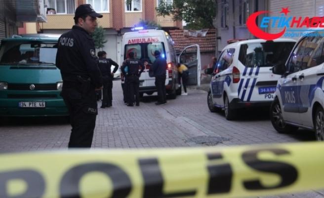 Zeytinburnu'nda cinnet getiren baba dehşet saçtı; 3 yaralı