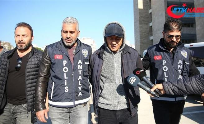 Antalya'da banka şubesine silahla giren zanlı tutuklandı