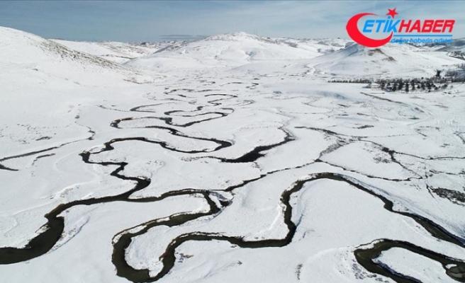 Karadeniz'in menderesleriyle ünlü Perşembe Yaylası beyaza büründü