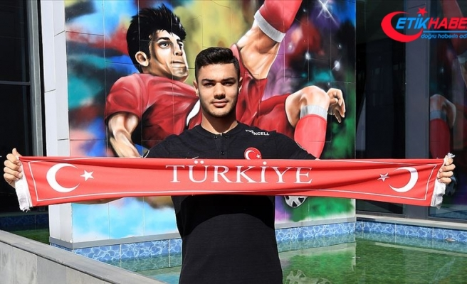 Schalke taraftarları Ozan Kabak'ı kasımın en iyi futbolcusu seçti