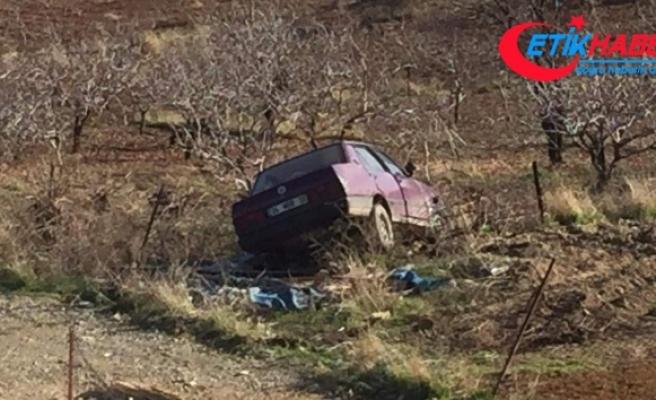 Siirt'te freni tutmayan araç fıstık bahçesindeki tellere çarparak durabildi