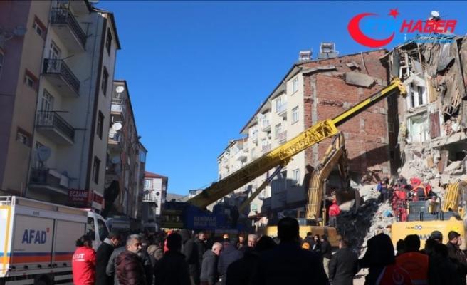 AFAD: Depremde yaralı sayısı 1234 oldu