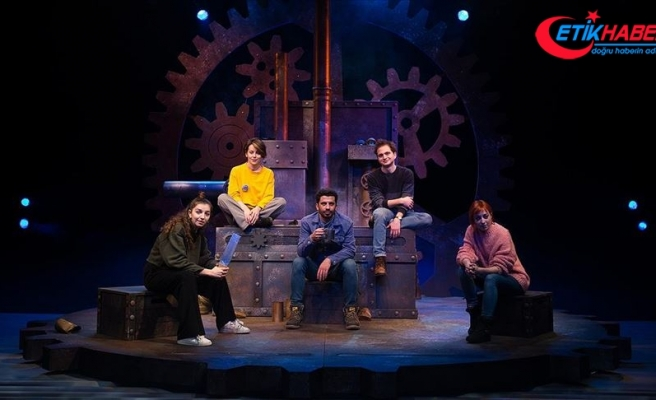 Ankara Devlet Tiyatrosunun genç oyuncuları 'Açık Denizde'