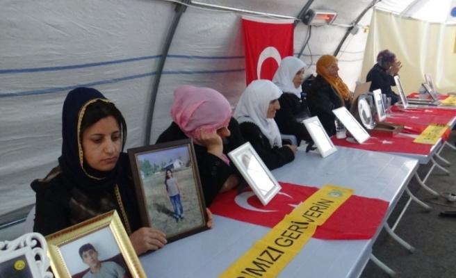 HDP önündeki ailelerin evlat nöbeti 131'inci gününde