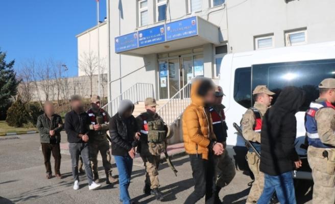 Terör örgütünün talimatları ile hareket ediyorlardı, yakalandılar