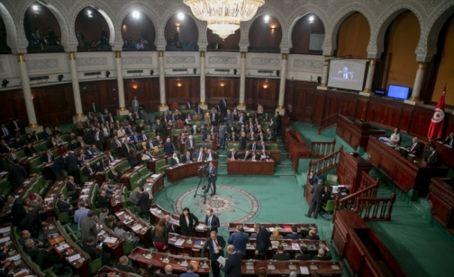 Tunus'ta el-Cemli hükümeti güvenoyu alamadı