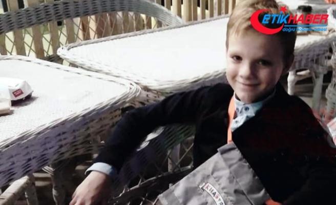 Araçta oturduğu sırada babasının tüfeğiyle vurulan çocuk öldü
