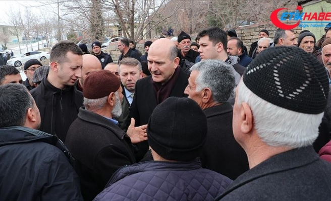 Bakan Soylu Elazığ'da depremzedelerle buluştu