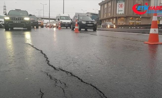 D-100 Karayolu'nda oluşan çatlaklar trafiği aksattı