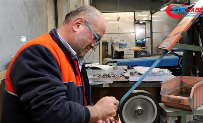 Dünyaya tıbbi alet satan iş adamı, tulum giyip işçileriyle mesai yapıyor