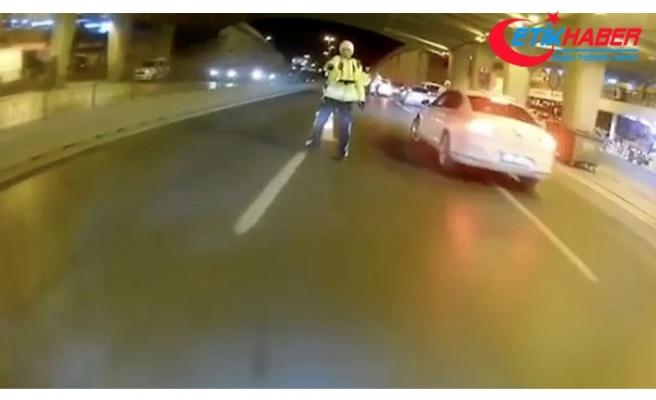 İstanbul'da trafikte terör estiren motosikletli, polisin üzerine sürüp kaçtı