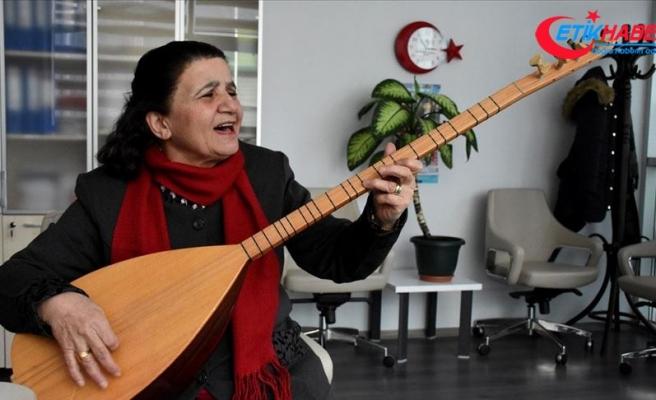 'Müzik şehri' Kırşehir'in kadın halk ozanı: Ayşe Tekin